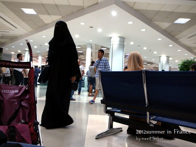 卡達機場轉機遇到許多慕斯林婦女