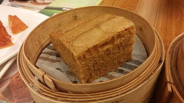 IMG_1476-20150911_174912香港第一餐-添好運-馬來糕-好吃.jpg