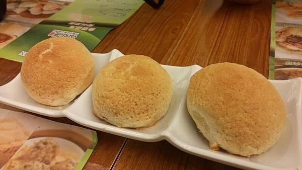 IMG_1476-20150911_174018香港第一餐-添好運-酥皮焗叉燒包.jpg