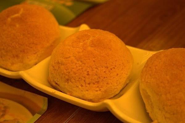 IMG_1477香港第一餐-添好運-酥皮焗叉燒包.jpg
