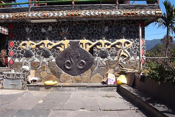 岩板巷途中的壁飾