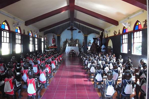耶穌聖心堂內魯凱族人正做禮拜