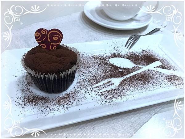 (4)低醣烘培--古典巧克力杯子蛋糕3-1.jpg