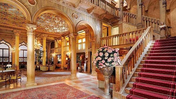 lux72lo-105925-14th-Century-Hall---Palazzo-Dandolo-1-