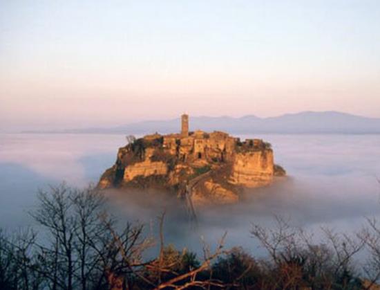 Civita-di-Bagnoregio-fog-my-italina-corners-the-smiling-pepper-blog