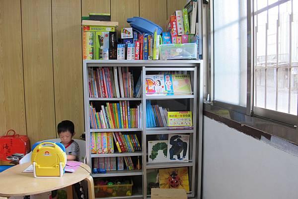 方塊躲貓滑軌大書櫃