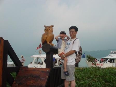 和貓頭鷹來張留念照吧