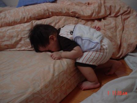 可以翻來覆去直到電力耗盡的當下睡著的姿勢!厲害