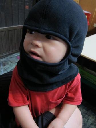 老爸買了冬天的防寒帽,活生生像盜匪