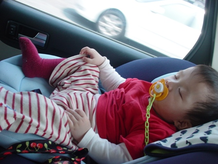 爬行比賽完~在車上完全掛點睡著,非常熟睡 呵