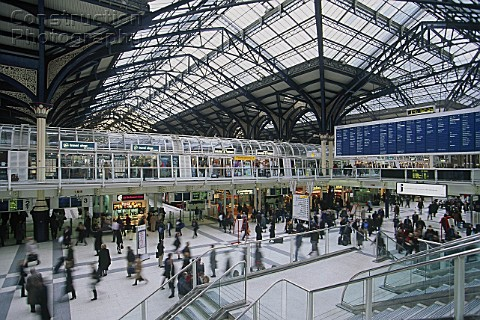 A010-00039_Liverpool_Street_Station_London_UK_