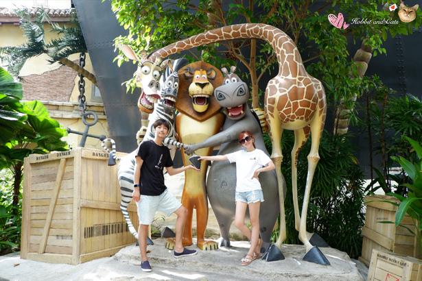 新加坡環球影城馬達加斯加合照.jpg