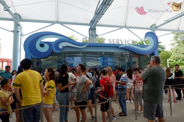 新加坡名勝世界排隊人潮.jpg