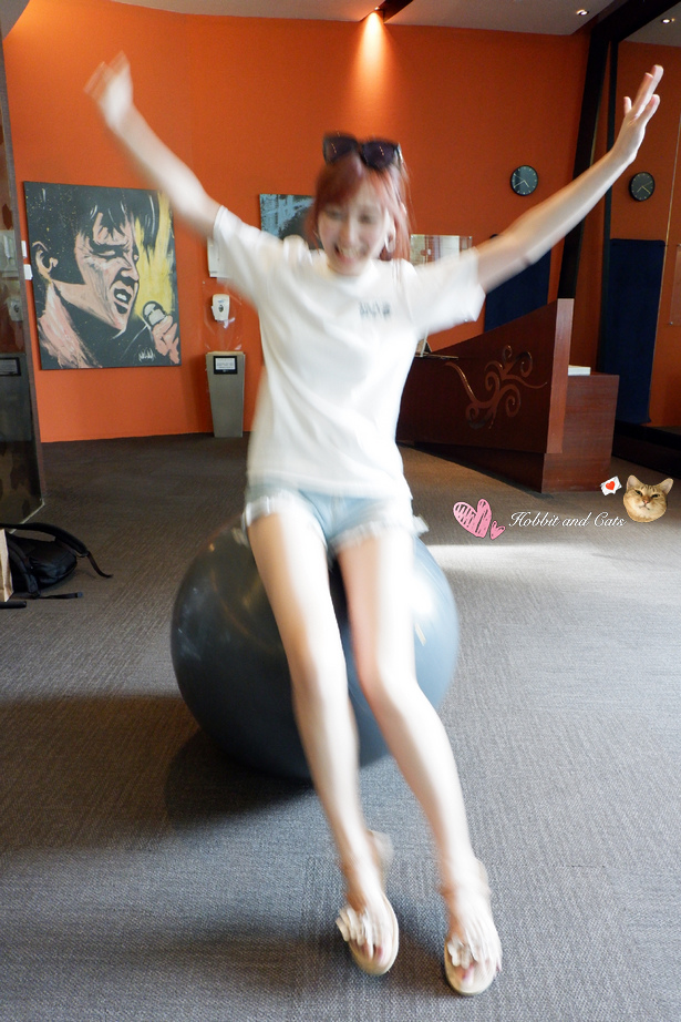 新加坡聖淘沙名勝世界Hard Rock飯店健身房瑜珈抗力球.jpg