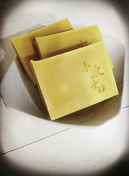 美麗的苦楝寵物皂跟甜橙酪梨低敏滋養寵物皂