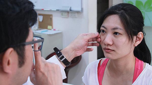 4小瑀評估近照--高雄醫美診所整形外科賴慶鴻雙眼皮.png