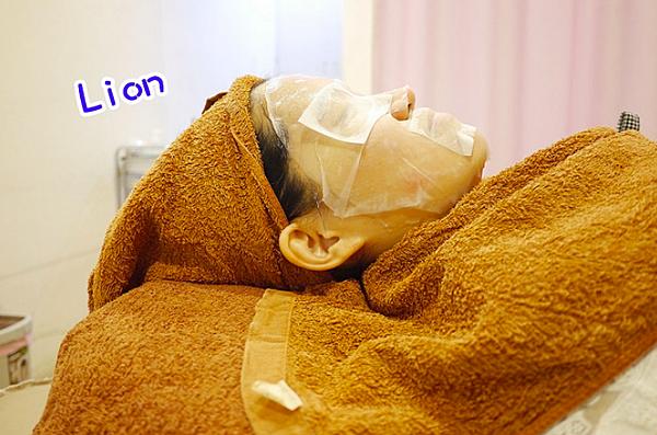 敷面膜-Lion Fun部落客杏仁酸清痘粉刺保濕換膚高雄美妍醫美診所.png