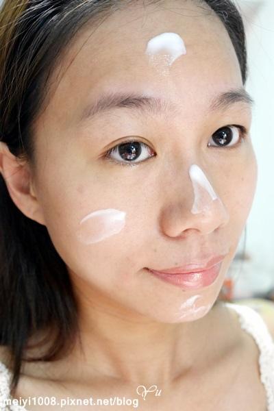 歐恩伊+ONE%瓷肌女神光控油妝前凝乳