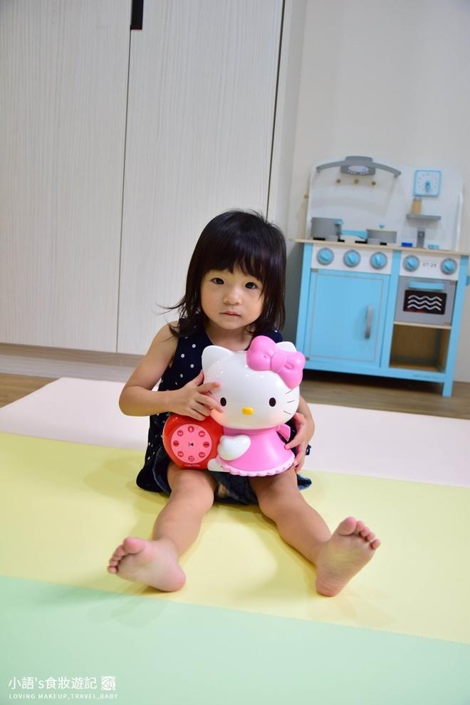 育兒好物_Hello kitty幼兒啟蒙教育故事機_寶寶玩具推薦-0351.jpg