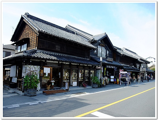 219-一番街上的傳統建築──藏造,超有fu的街道,趁著沒車趕快拍一張啦!.jpg