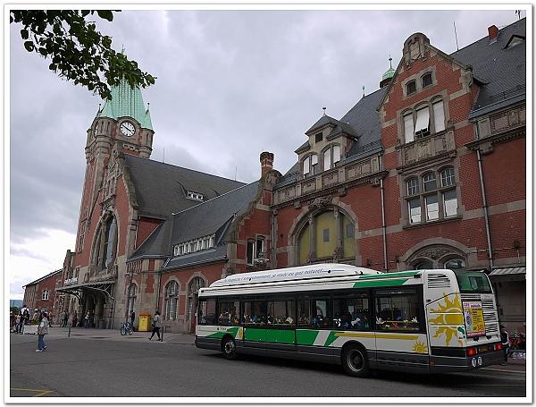 072-懶得走,搭上當地公車前往舊城區