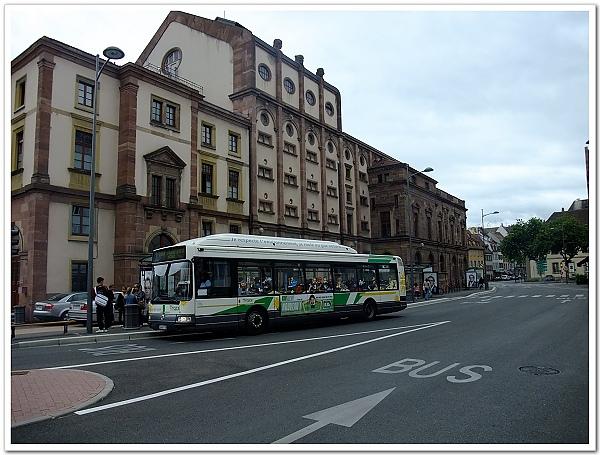 074-這就是劇院的公車站,對面是我們昨天下車的地方