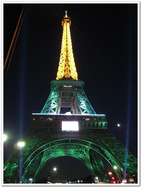207-最後放上海蒂提供,她在07年來巴黎時拍的鐵塔,打燈的顏色不一樣耶!