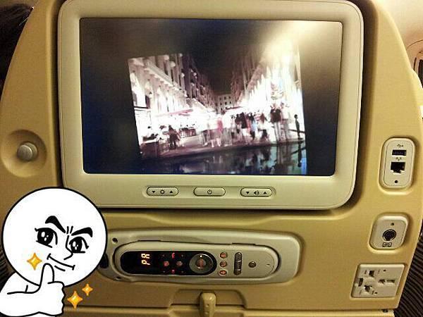 222-在曼谷等待轉機中,介紹一下阿德哈提航空的超讚配備,充電設備一應俱全,有夠厲害的啦!.jpg