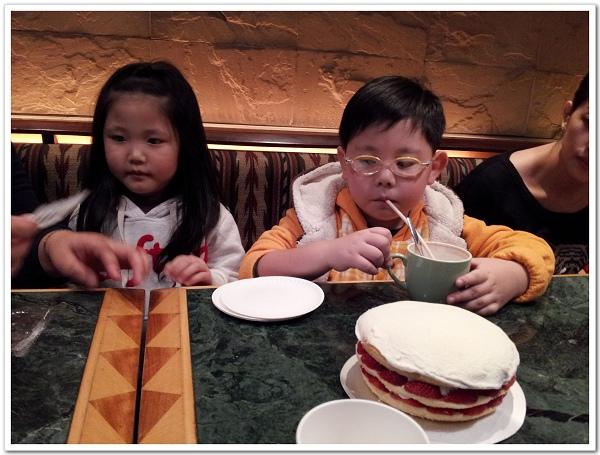 20130127_國賓聚餐,幾乎每次都會出現佳樂的波士頓派,超好吃的啦!.jpg