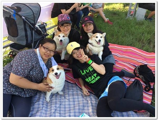 20160924-音樂路跑前的野餐,這張看不出來LUCY前一秒還在罵狗XD.jpg