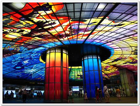 108-高捷美麗島站的「光之穹頂」是世界上最大的玻璃鑲嵌公共藝術.jpg