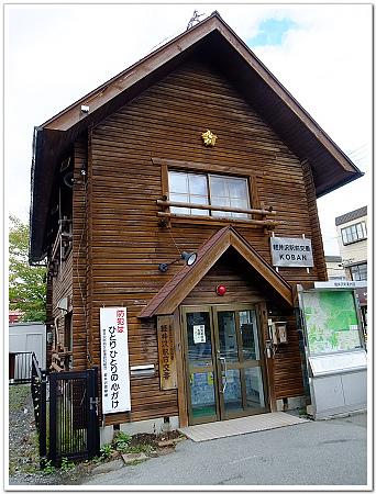 172-就是這輕井澤車站前交番,小巧可愛的木造建築物.jpg