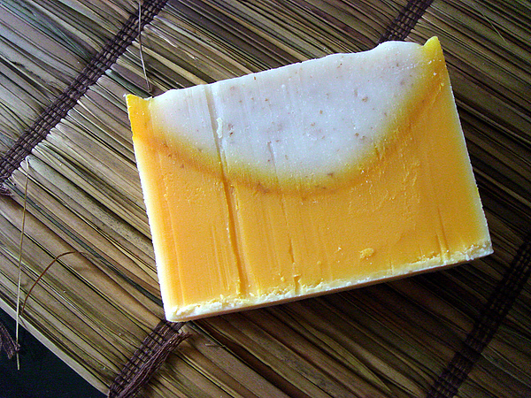 紅棕燕麥皂