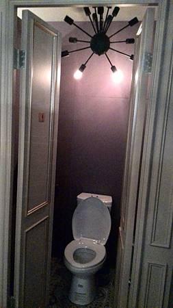 店內陳設-廁所.jpg