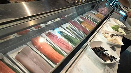 餐枱-生魚片.jpg