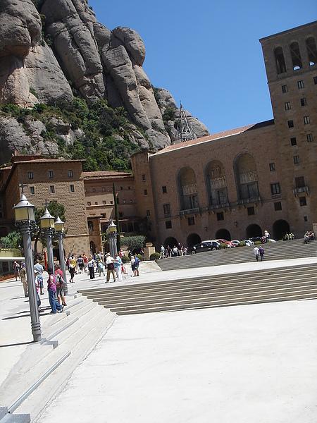 蒙塞拉修道院