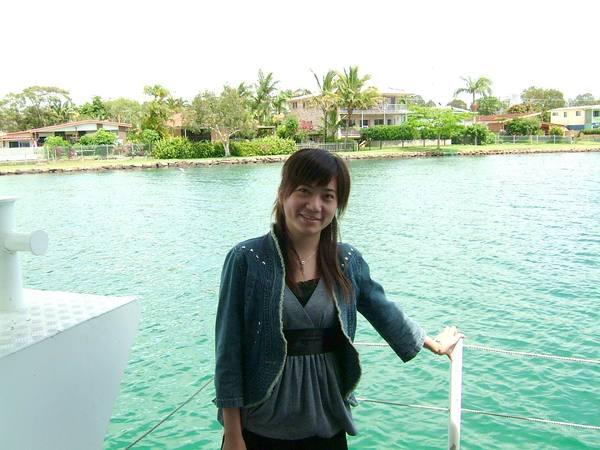 河上風景_偶站在船頭