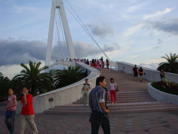 橋上實景,真是個適合約會的地方