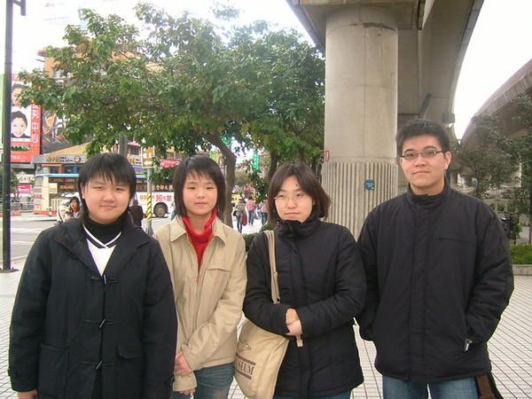 寒風中的四人組