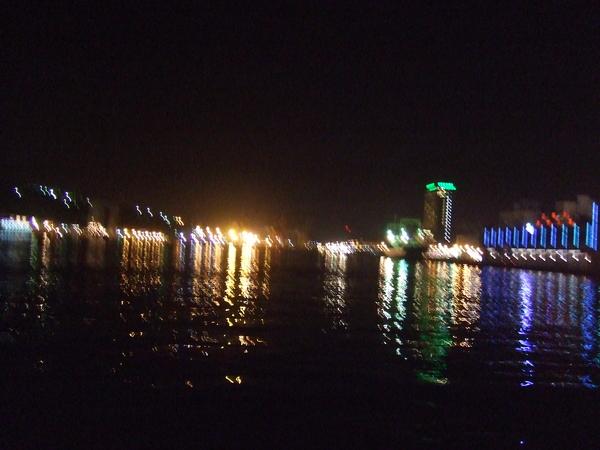 海港的夜晚二