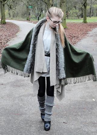dark-green-scarf-black-boots_400.jpg