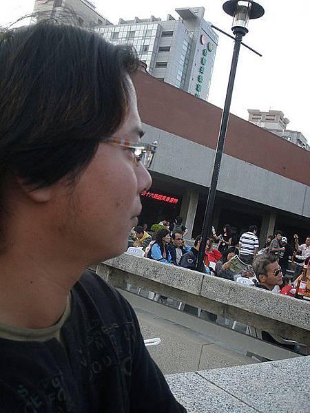 老公在台南市文化中心-側臉