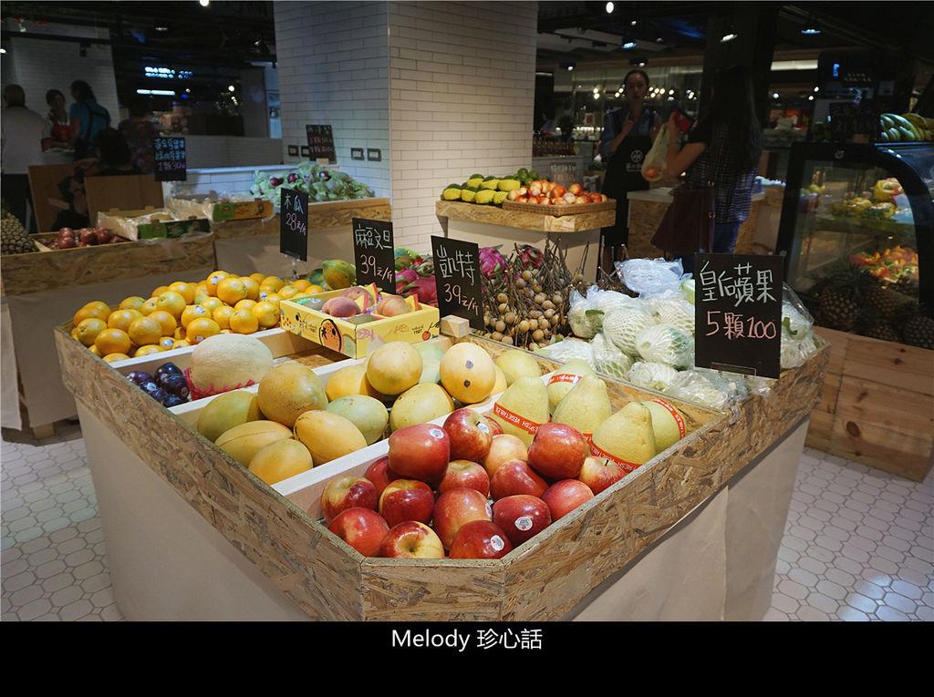 1411 台中第六市場 水果攤.jpg