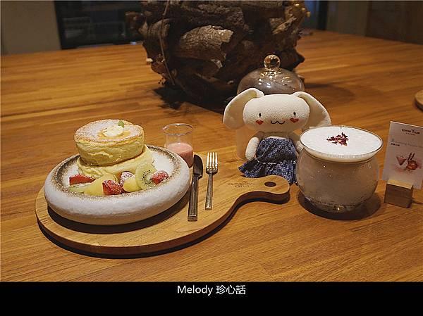 2119 成真咖啡 台中審計店 鮮果舒芙蕾厚鬆餅.jpg