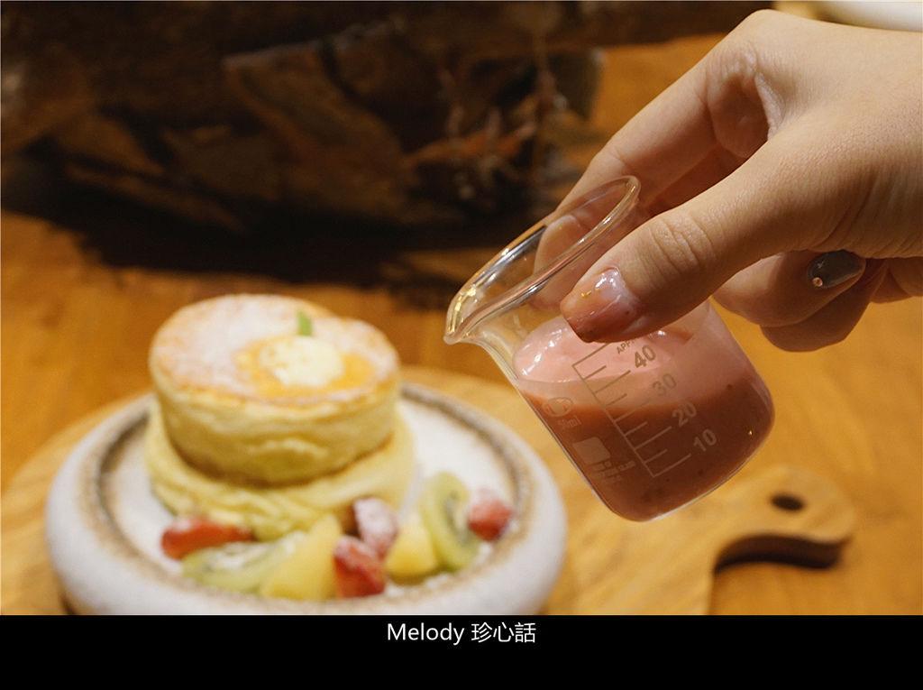 2120 成真咖啡 台中審計店 鮮果舒芙蕾厚鬆餅.jpg