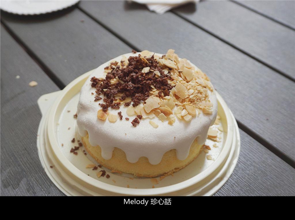 1722 台中宝泉 爆漿海鹽奶蓋蛋糕.jpg