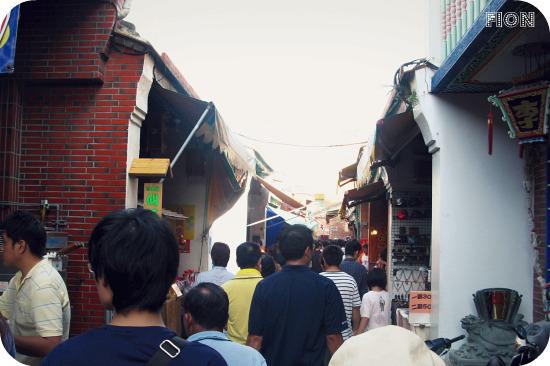 人擠人的老街