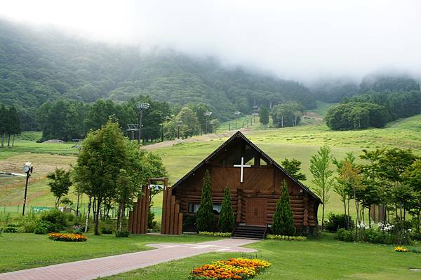 度假飯店旁的教堂