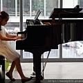 彈琴很有音樂性又長的超可愛的念慈