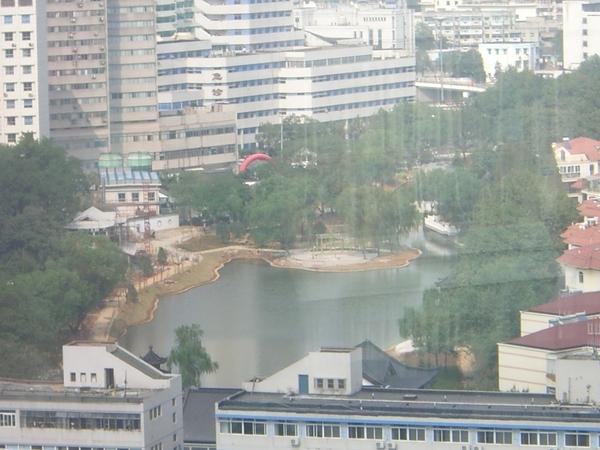 學校後面的湖.jpg